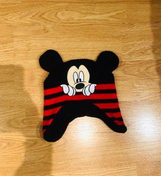 Gorro Mickey. Con orejeras. 2-3 años.