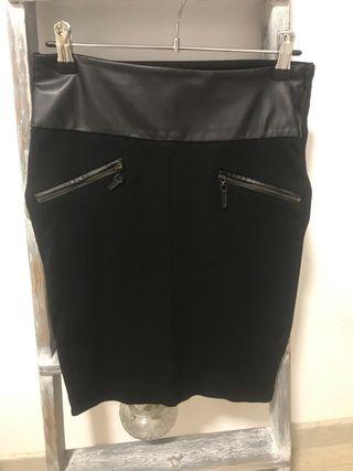 Falda de traje negra tiro alto ajustada
