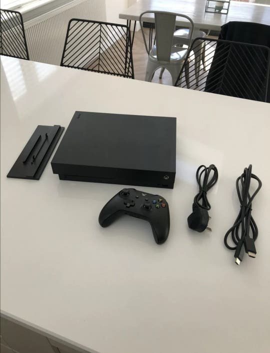 Xbox One X (1 Controller) and all cables