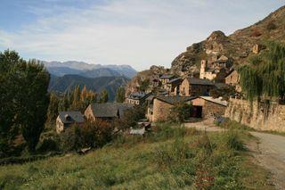 Apartamento alquiler turistico en Burg-Pirineo Lleida SE ADMITEN MASCOTAS (sin cargo) precio x noche no x persona capacidad 2-6 personas 81€ precio x noche en JUNIO