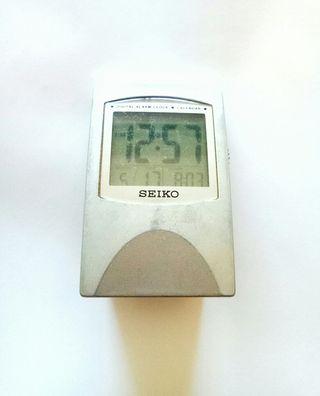 reloj digital con alarma SEIKO