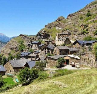Apartamento alquiler turistico en Burg-Pirineo Lleida SE ADMITEN MASCOTAS (sin cargo) precio x noche no x persona capacidad 2-6 pers 81€ x noche en JUNIO