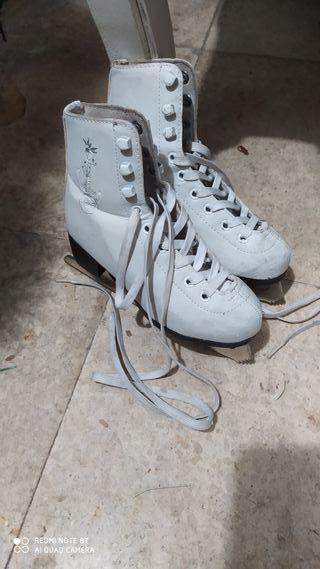 patines sobre hielo niña