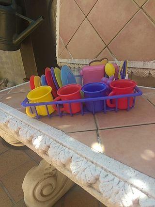 Set de vajilla con tostadora infantil.