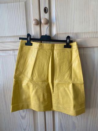 Falda polipiel amarilla zara