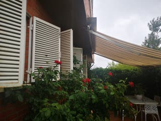 Estructura de toldo motorizado con regalo cortina