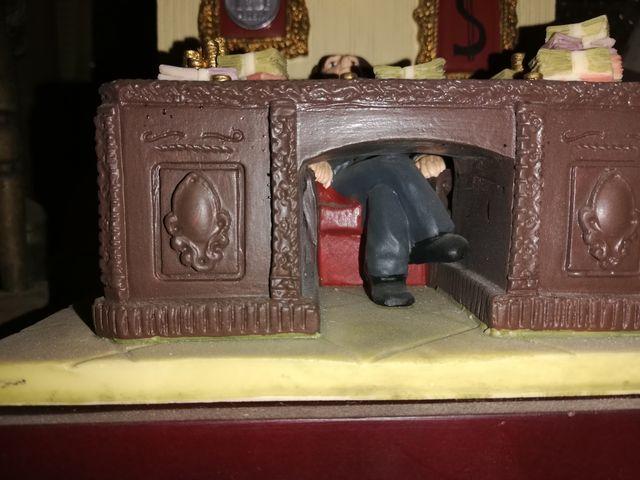 Figura banquero, realizada en resina.