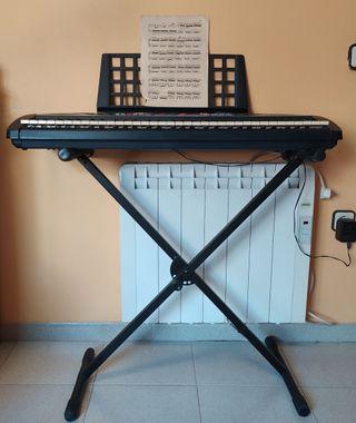 Piano YAMAHA modelo PSR 260