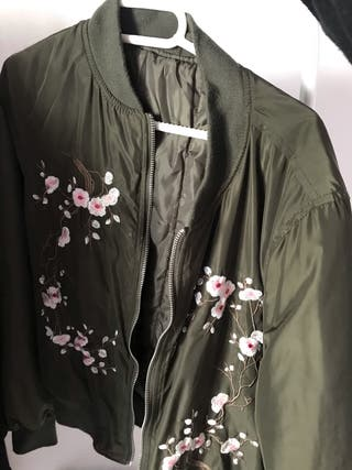 Se vende chaqueta bomber verde