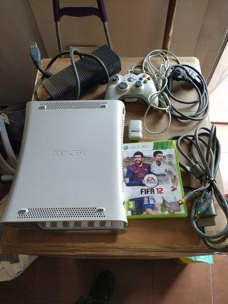 Xbox 360 + 1 juego + mando con batería