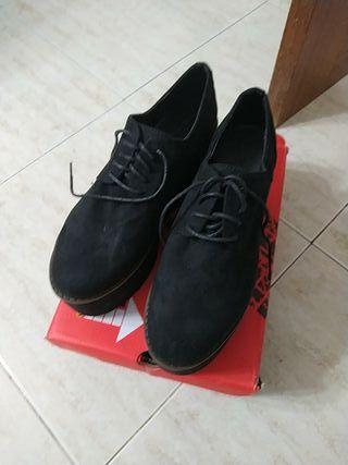 Zapatos para mujer con plataforma de segunda mano en la
