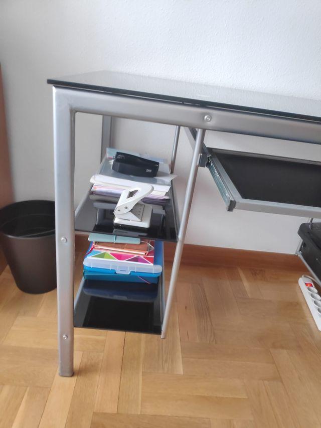 Mesa de escritorio de cristal