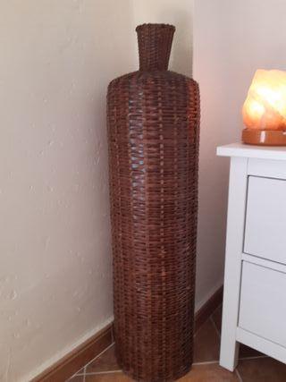 jaron de mimbre decorativo