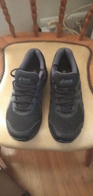 Zapatillas Asics negras nuevas