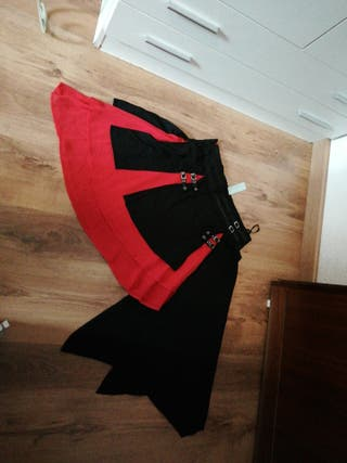 Falda fiesta, roja y negra con hebillas