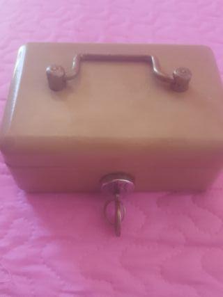 caja fuerte pequeña antigua