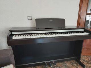 Piano Yamaha Arius