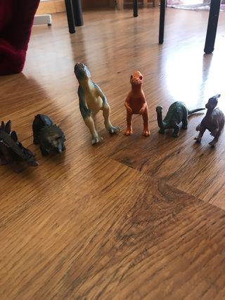 Lote de pequeños dinosaurios