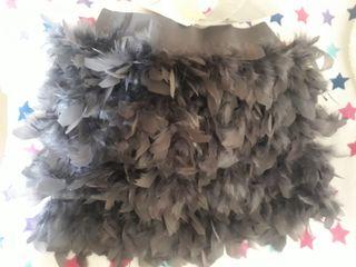 Mini falda gris de plumas