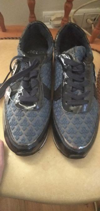 zapatillas de vestir Aclis. nuevas.