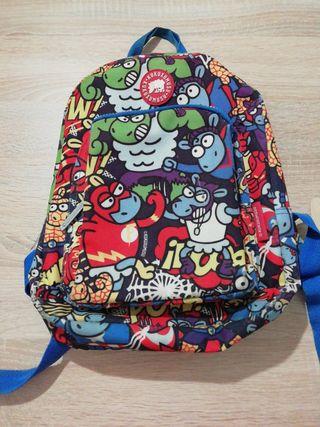 mochila pequeña para niño(a) marca kukuxumusu