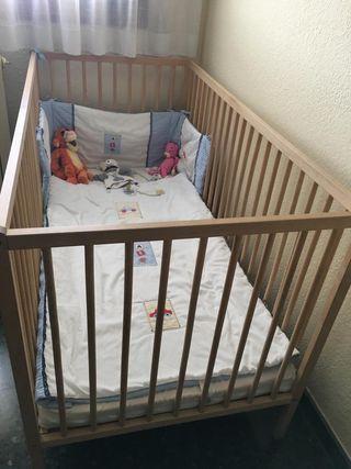Cuna de bebé con colchón
