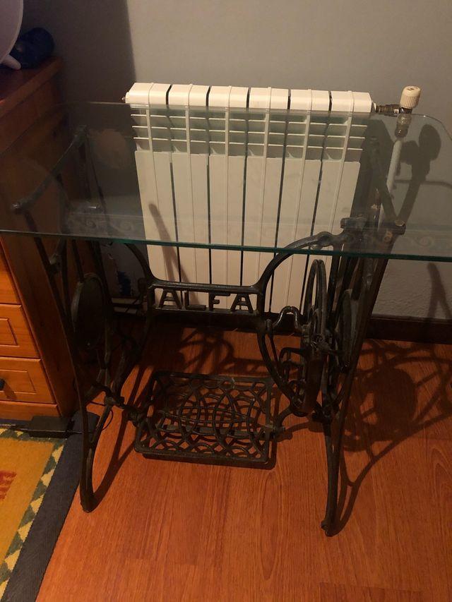 Mesa decorativa máquina de coser alfa de segunda mano por