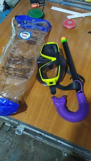 gafas y tubo snorkel