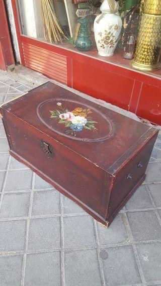 BAÚL ANTIGUO DE MADERA