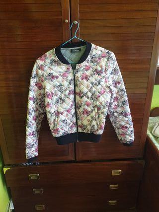 bomber / chaqueta flores