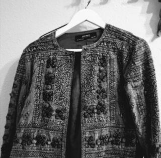 chaqueta gris de zara