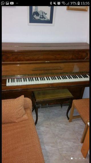 PIANO ANTIGUO EN PERFECTO ESTADO