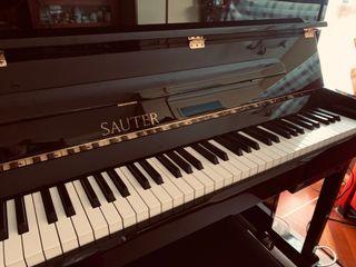 PIANO VERTICAL SAUTER MODELO CARUS