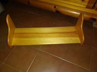 estanteria de madera.