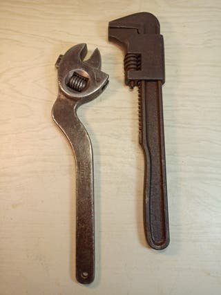 llave inglesa y grifa
