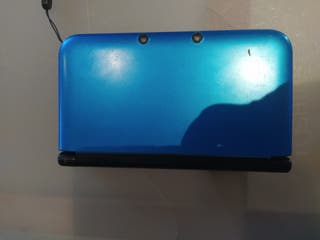 Nintendo 3Ds XL azul, más juego Pokémon X.