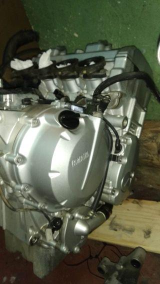 motor Yamaha FZ6 2005