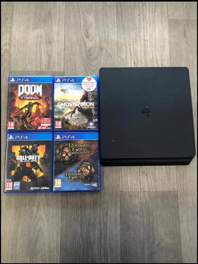 PS4 console with 4 games