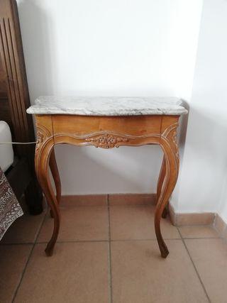 Mesas de noche antiguas con encimera de mármol