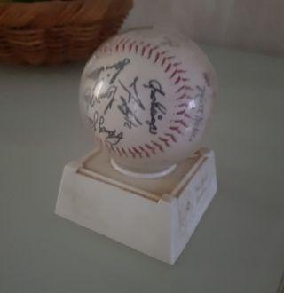 Pelota de beísbol con las firmas de NY Yankees