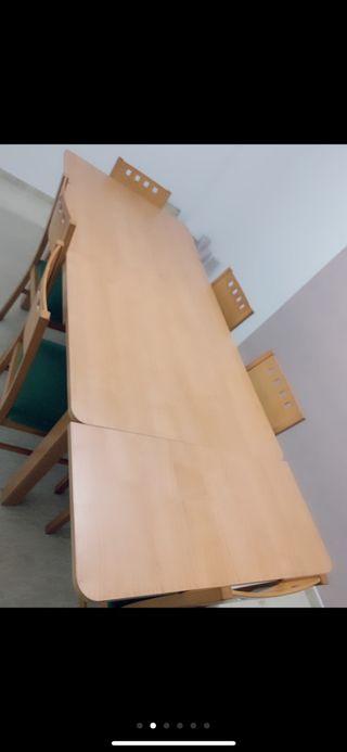 Mesa plegable con 6 sillas incluidas