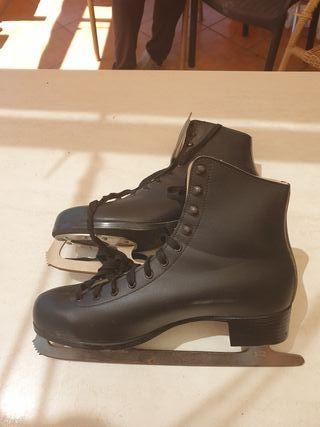 botas de patines sobre hielo
