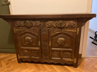 Mueble recibidor de madera tallado