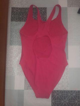 Bañador natación niña color rosa .