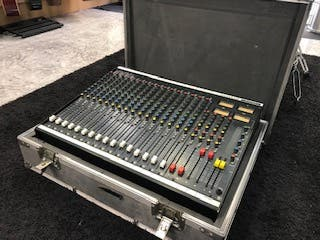 mesa de mezclas soundcraft 200sr