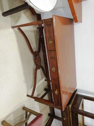 escritorio clásico y grande
