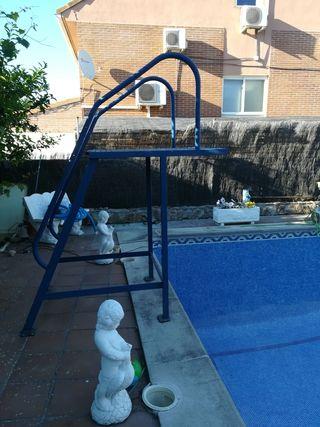 trampolin piscina