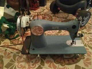 se vende maquina de coser ALFA clasica.