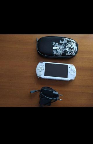 PSP Slim blanca en perfecto estado. Pack completo