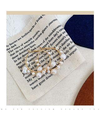 Hoop earring with faux pearl